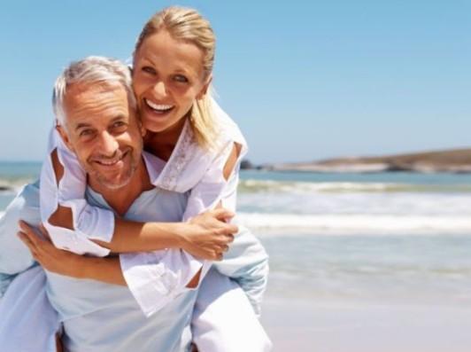 пожилой мужчина и молодая девушка психология: