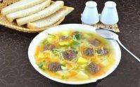 Простой сытный суп с фрикадельками