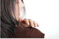 Причины появления перхоти и способы избавления от нее