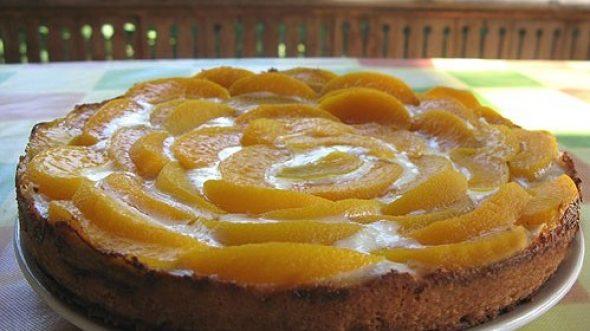 Пирог из свежих персиков