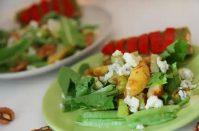 Стоит попробовать салат с персиками