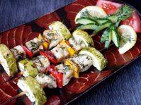 Шашлык из рыбы с овощами на шпажках в духовке