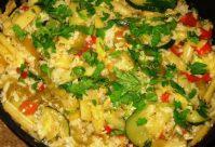 Соте из овощей с рисом, кокосовым молоком и кешью
