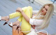Джинсы и брюки жёлтого цвета— выбор настоящих модниц