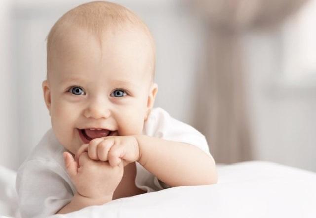 улыбающийся ребёнок