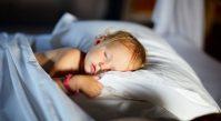 Учим ребенка самостоятельно засыпать в своей кроватке