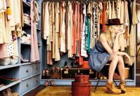 Не выходя из дома: где выгодно купить или продать брендовую одежду со скидкой